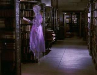 Un fantome dans un vieu chateau for Fantome dans un miroir